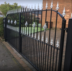 gate with silver spikes - Copy.PNG