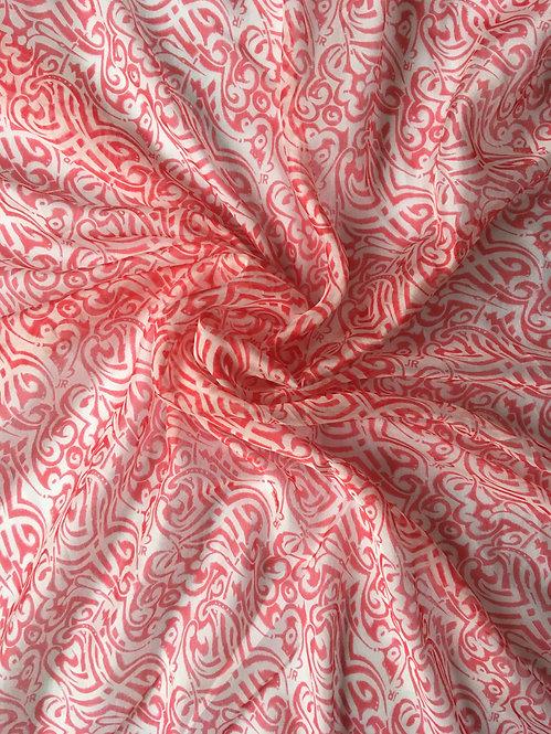 Платок с красно-белым принтом