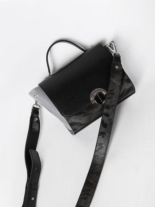 Компактная кожаная сумочка-трансформер с тигриным принтом KELLEN