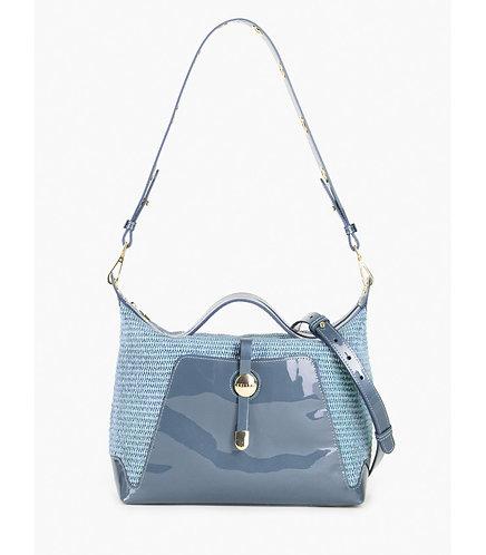 Небольшая мягкая сумка из голубой лаковой кожи и плетеной соломки рафии KELLEN