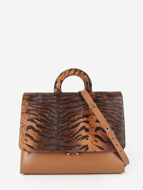 Деловая сумка-портфель из карамельной кожи и клапаном с тигровым принтом KELLEN