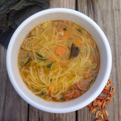 Sopa de verduras con noodles