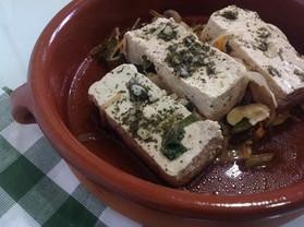 Papillotes de Tofu en cama de verduras