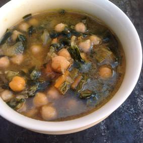Sopa vegetal con garbanzos y miso