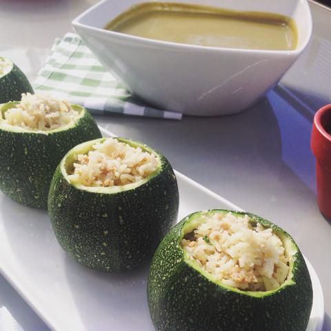 Calabacines rellenos de soja y arroz
