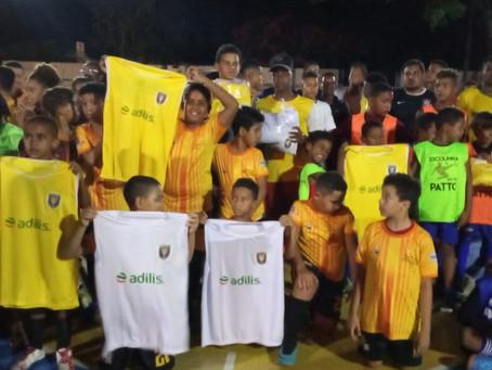 Barcelona doa coletes para mais escolinhas de Ilhéus