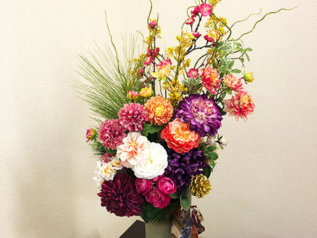 東京都千代田区の外資系中央銀行にて、造花の装飾ディスプレイレンタルで新規ご注文です