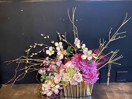 高級造花アーティフィシャルフラワーのレンタル 装飾 ディスプレイ 東京新宿区の店舗へ。
