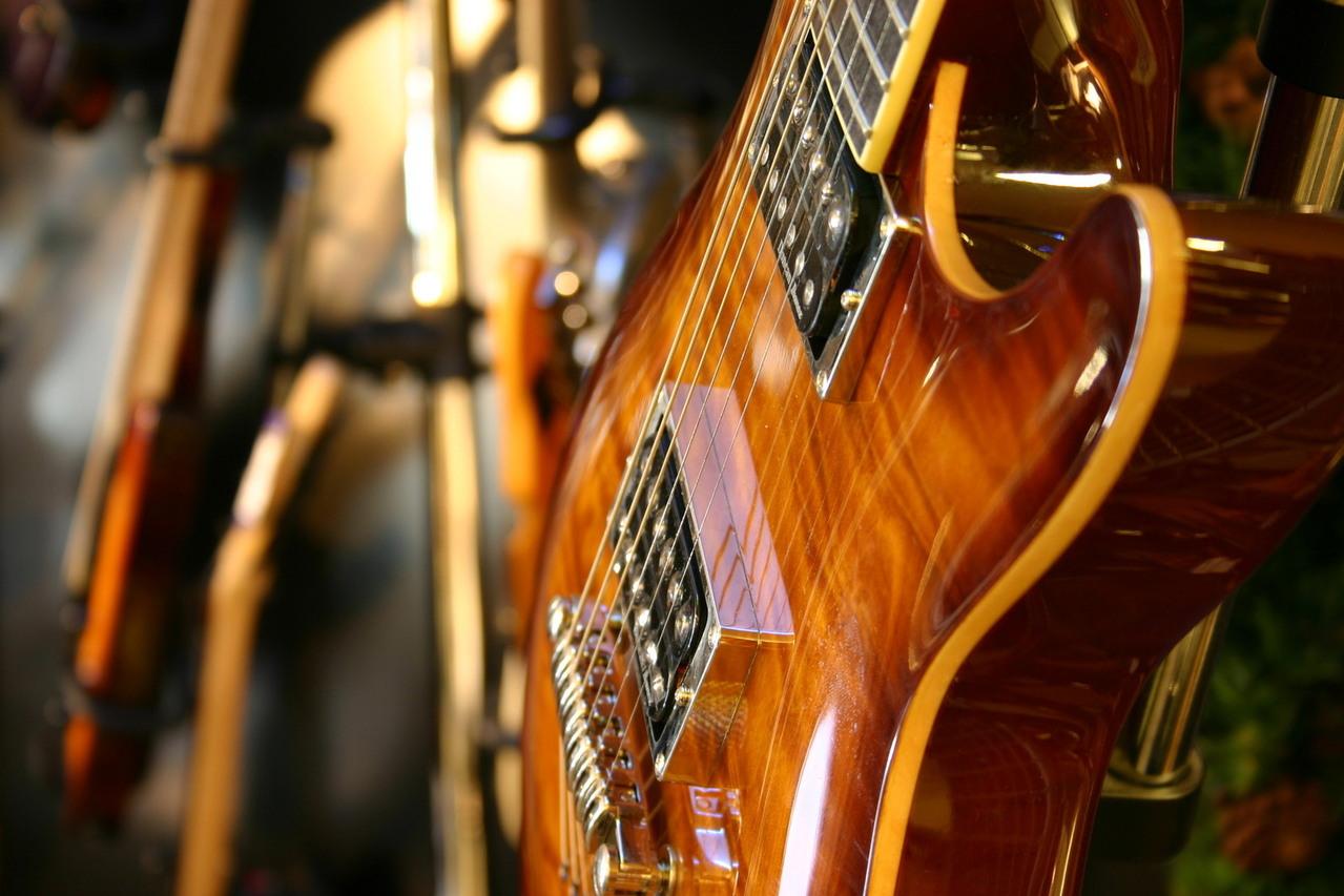 guitar-1564756-1279x852