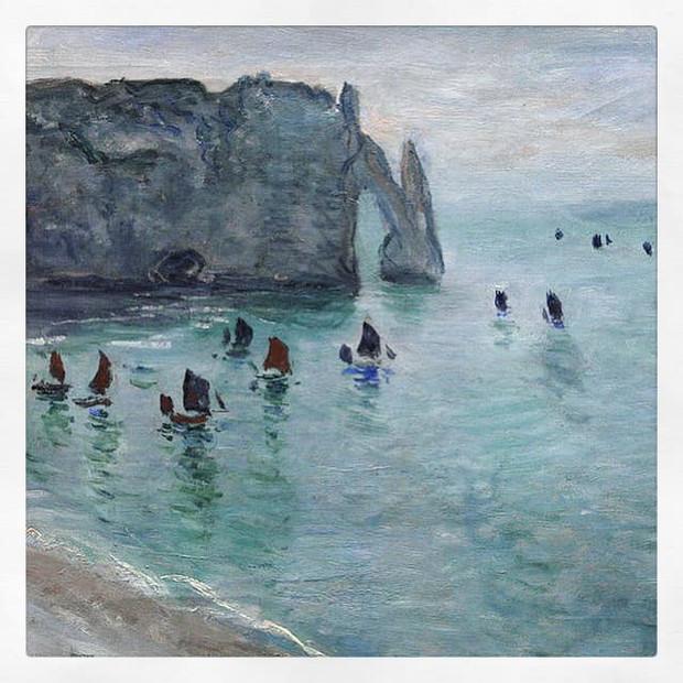 Étretat, la porte d'Aval : bateaux de pêche sortant du port, Monet