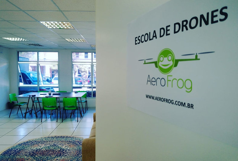 Escola de Drones  AeroFrog.jpeg