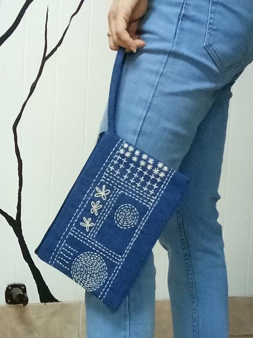 Embordery purse 1 side