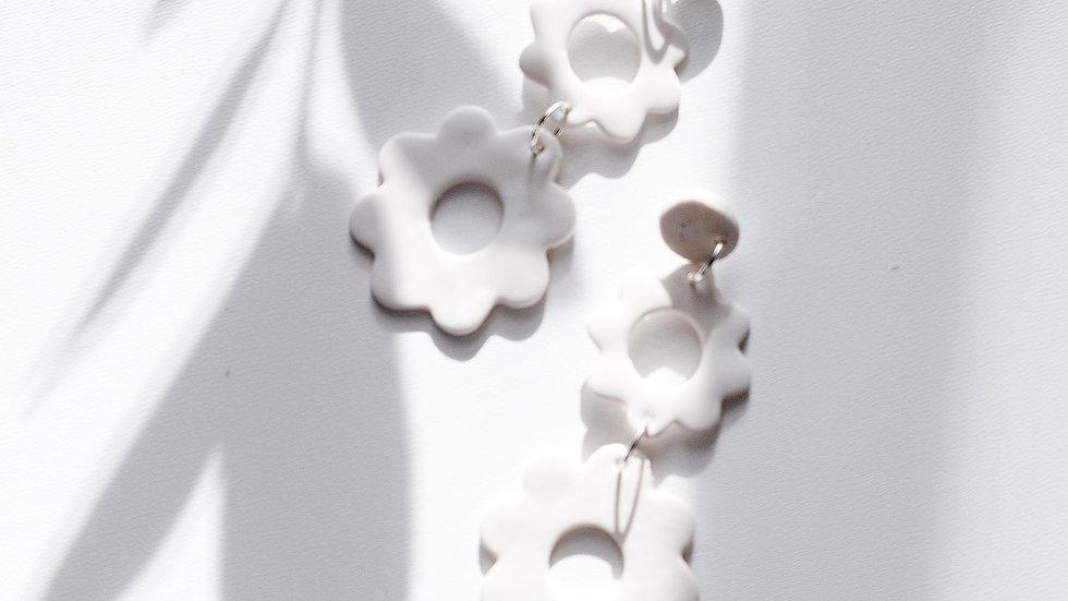 ANGEL In White Daisy