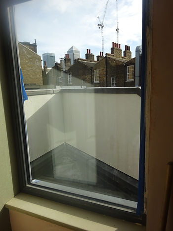 Feature window with views of Canary Wharf