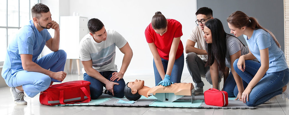 Instructor%20demonstrating%20CPR%20on%20