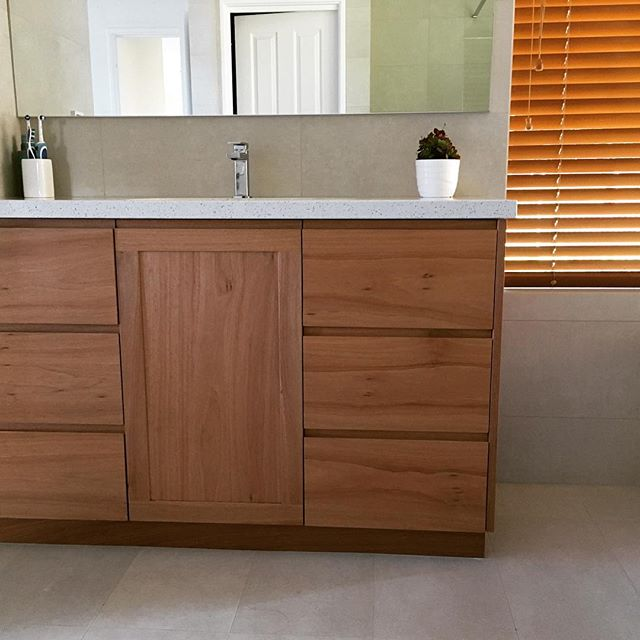 Marri standard vanity