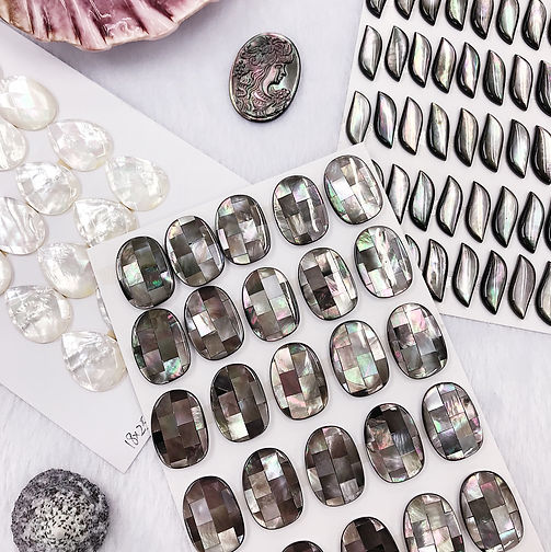 BLACK MOTHER OF PEARL SHELL BEADS.JPG