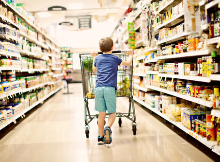 Grocery Shopping with Kids: Mom hacks to make it Painless