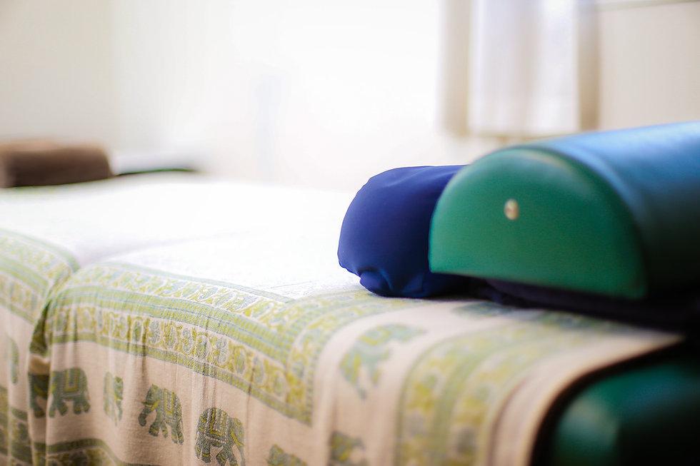 施術用ベッド.jpg