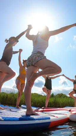 Cours de paddle yoga sur le lac