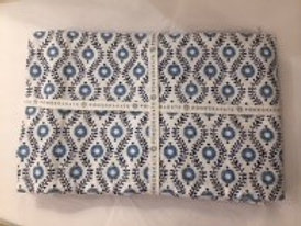 Pomegranate Blue & White tablecloth 60x90