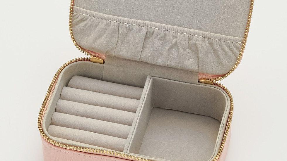"""""""Treasure Me"""" Estella Bartlett mini jewelry case - pink"""