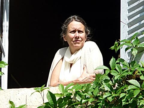 Anne_de_Varennes_à_sa_fenêtre,_2010,_V