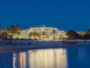Vista-hotel-desde-playa-nocturna-1.jpg