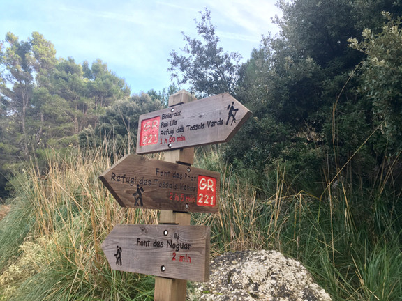 GR221, Dry stone route
