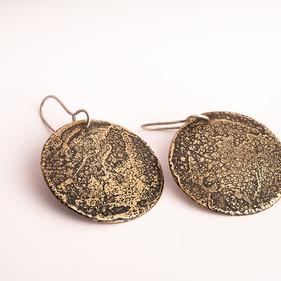 Ohrringe aus Messing, geätzt, Haken aus Silber