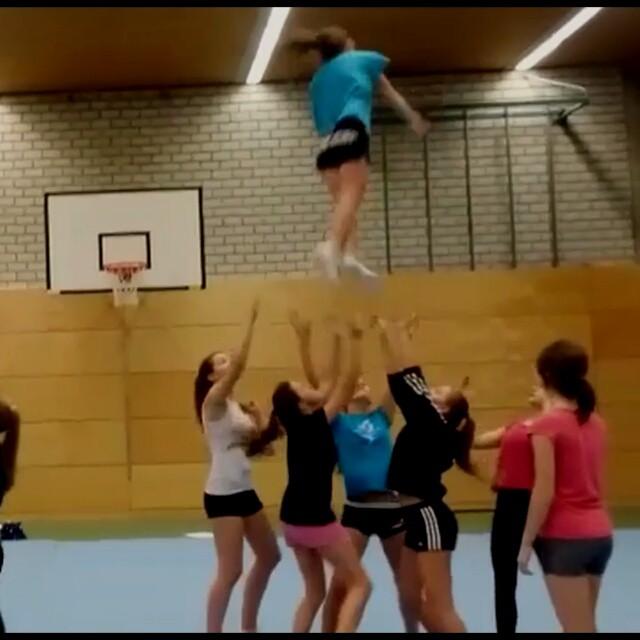 🎀Unsere Juniors arbeiten an einem sauberen Full down__#juniors#bfc#elchingen#cheerleader#stunt#chee