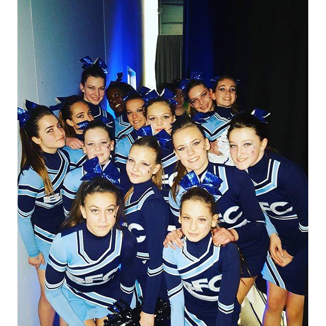 Be famous Cheer Company _Thunders kurz vor ihrem Auftritt bei der Regionalmeisterschaft Süd 2016 in