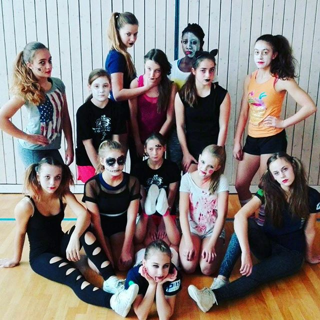 Junior All-Girl Team _#halloween#cheer#Junior#Team#ccvd#cheerleading#cheer#crazy#bfcthunders