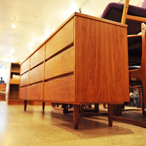 Vintage MCM 9 Drawer Dresser