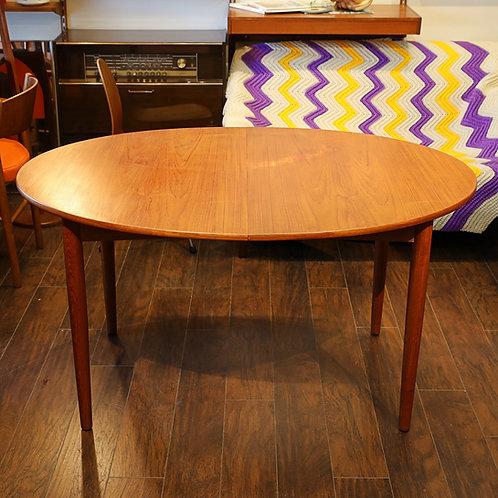 Danish Modern Teak Oval Dining Table by Søborg Møbelfabrik