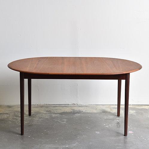 SLEEK Vintage Teak Oval Dining Table