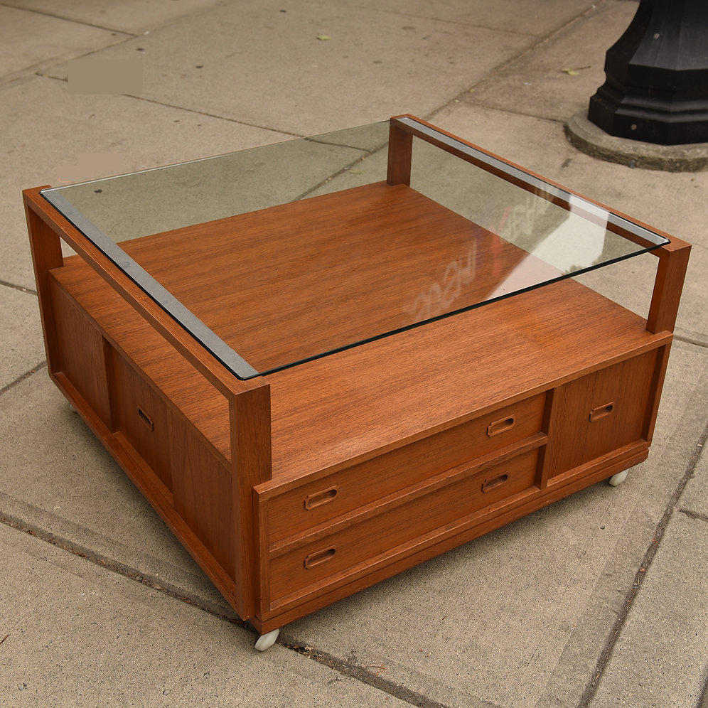 Danish Mid-Century Modern Teak Coffee Table | bananalab