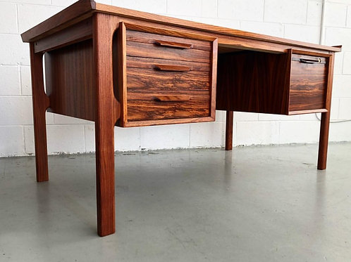 Fabulous rosewood desk, amazing details and woodgrains