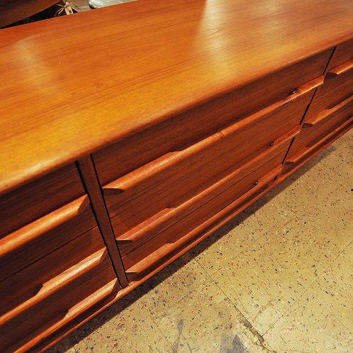 Vintage Mid Century Danish Modern 9 Drawer Dresser