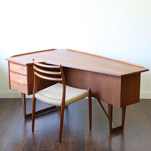 Boomerang desk Designed by Peter Løvig Nielsen in 1963