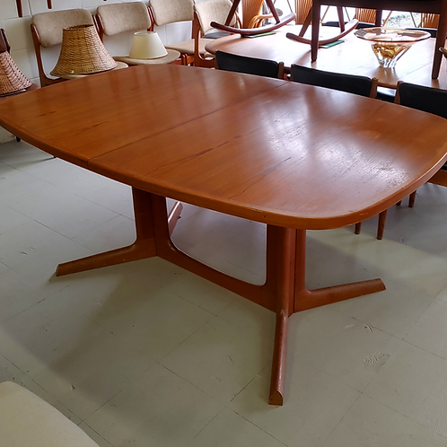 Danish Teak Oval Dining Table with 2 Leaves by Gudme Mobelfabrik