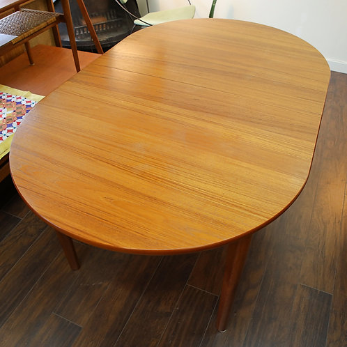 20%OFF, Danish Modern Oval Shape Extending Dining Table