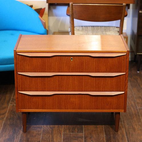 Danish teak low profile dresser in excellent condition