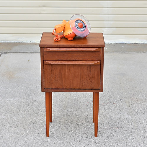 Tiny mini cabinet in refinished excellent condition, Bed side table, Mini Bar