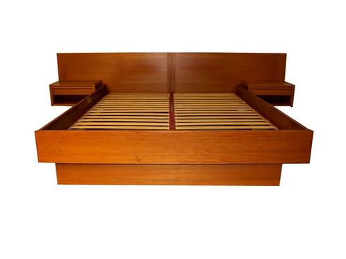 Danish teak Queen sized bed frame in excellent condition by Jesper
