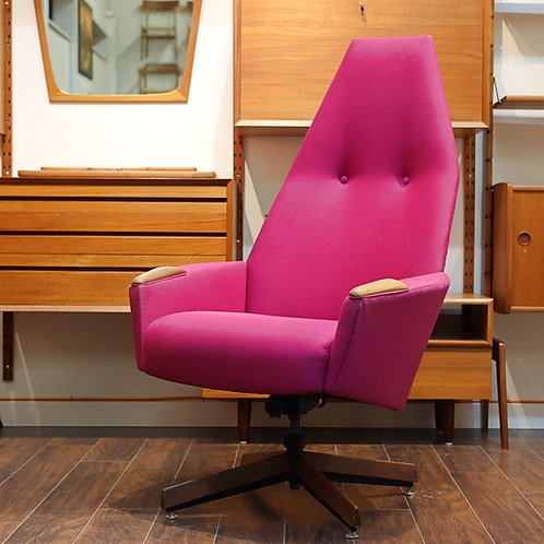 Iconic Adrian Pearsall's lounge chair