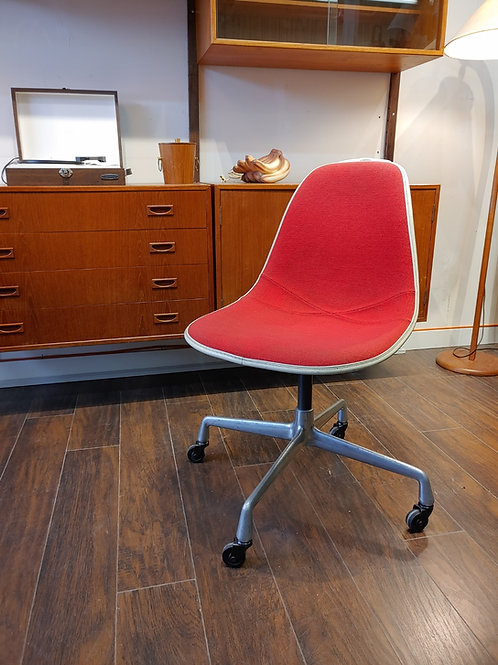 Herman Miller Eames chair, Fabric upholstery, Swivel chair
