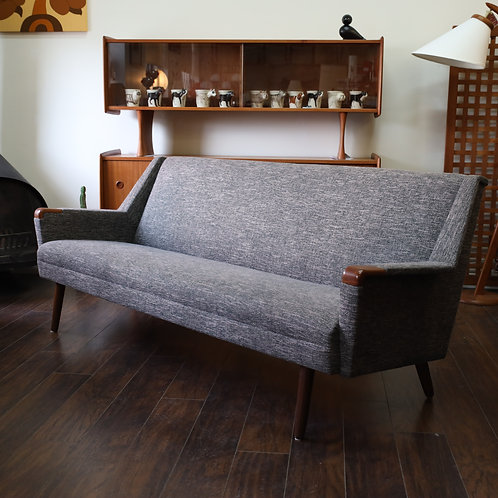 BEAUTIFUL MCM sofa in Grey tweed