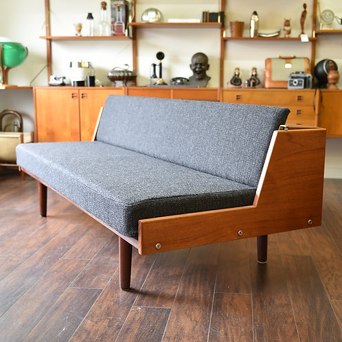 Hans J. Wegner Sofa Daybed made by Getama, Denmark