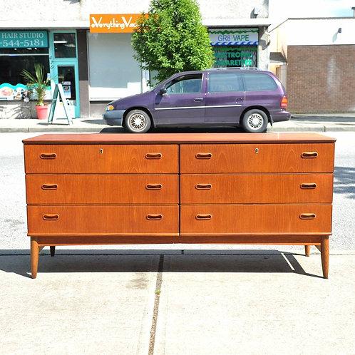 Danish Vintage 6 drawers teak dresser